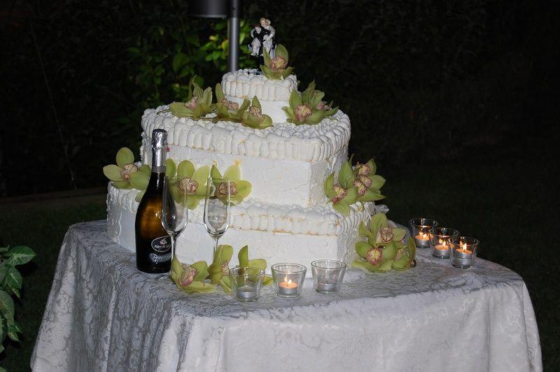 Gran Torta Nuziale a piani a forma di cuore