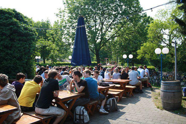 Beispiel: Biergarten, Foto: Brauhaus Kühler Krug.