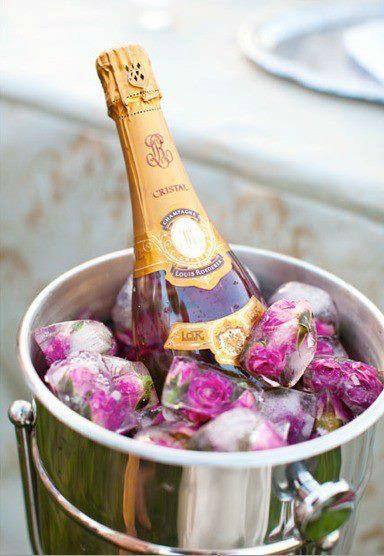 Beispiel: Champagner mit Rosen, Foto: Hochzeitswerkstatt.