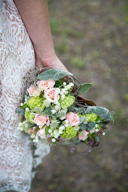 Beispiel: Braut mit Brautstrauß, Foto: Die Blume Gengenbach.