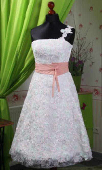Beispiel: Kleider für den schönsten Tag, Foto: Orangejus Couture.