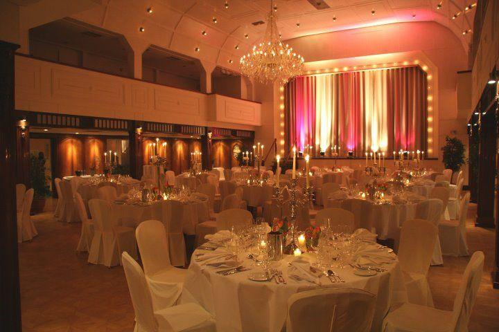 Beispiel: Festsaal mit Bühne, Foto: Cap Polonio.