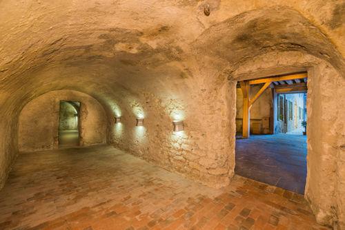 Une suite d'anciennes caves