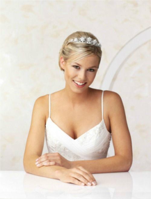 Beispiel: Diademe, Halskette und Ohrringe, Foto: Brautmode-VIP.