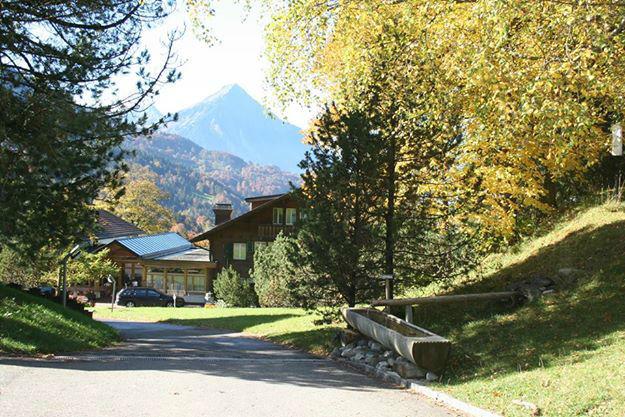 Beispiel: Hotel mit Blick auf den See und die Berge, Foto: Hotel Restaurant Meielisalp.