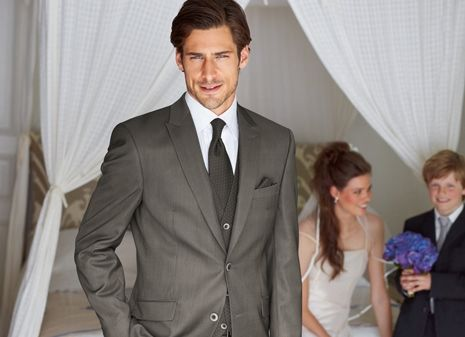 Beispiel: Herrenanzug grau, Foto: Helm exquisit.