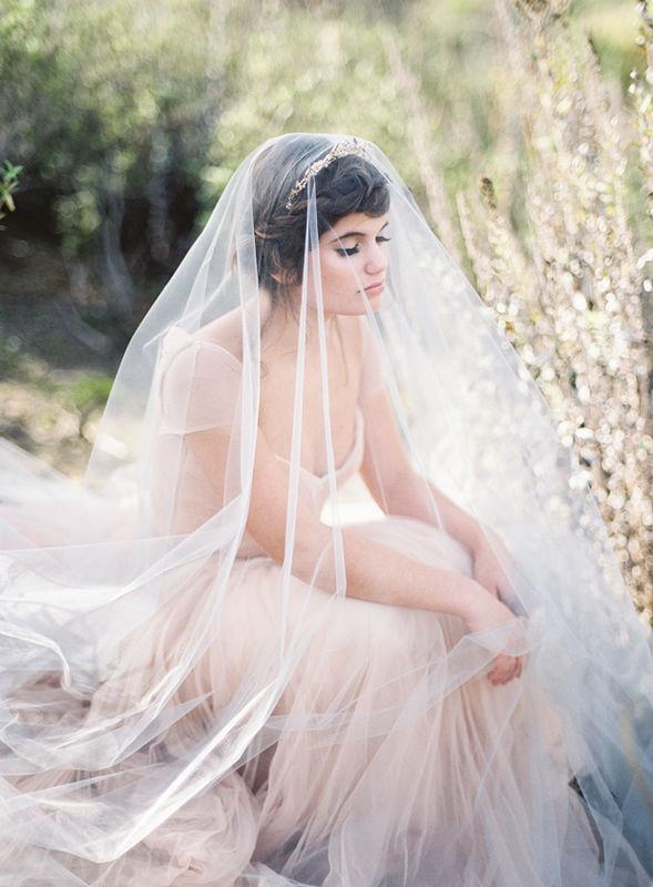 Beispiel: Künstlerische Hochzeitsportraits, Foto: Ashley Ludaescher Photography.