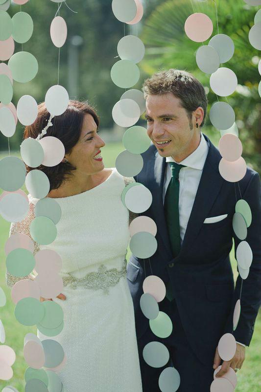 Laura & Mikel posando en su photocall