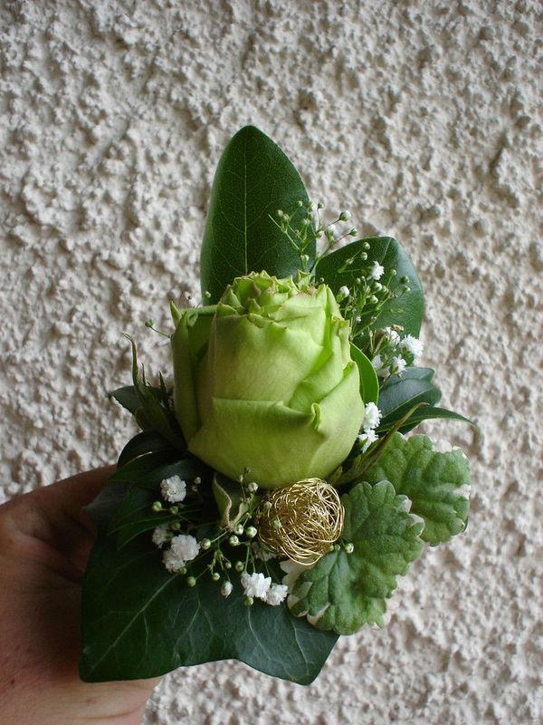 Beispiel: Blumenanstecker, Foto: Hotz Gärtnerei.
