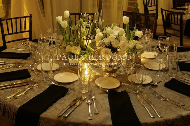 Decoración de mesa, servicio de mesa y centros de mesa. Foto: Paola Perdomo