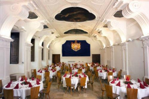 Beispiel: Refektorium mit romanischer Küche, Foto: Thurn und Taxis Schloss St. Emmeram.
