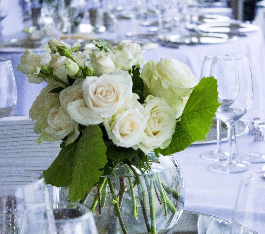 Fiordifragola -centrotavola white roses Villa Calmia