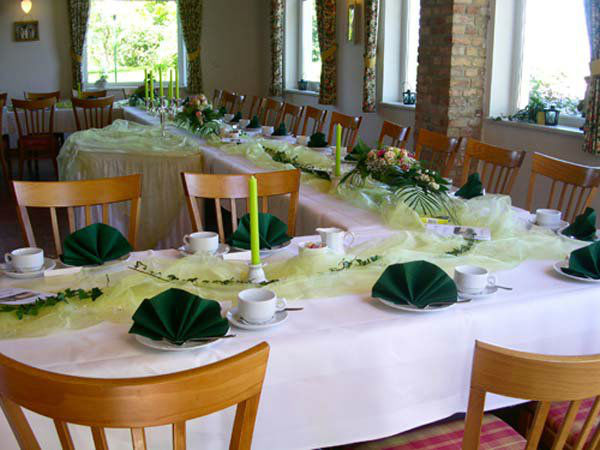 Beispiel: Gedeckte Tafel - Tischdekoration, Foto: Land-gut-Hotel Hermann.