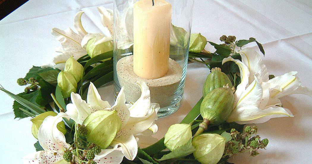 Beispiel: Tischdekoration - Kranz, Foto: Blumenbinderei.