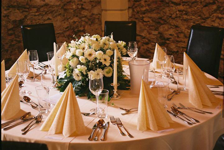 Beispiel: Hochzeitstafel, Foto: Schloss Ottersbach.