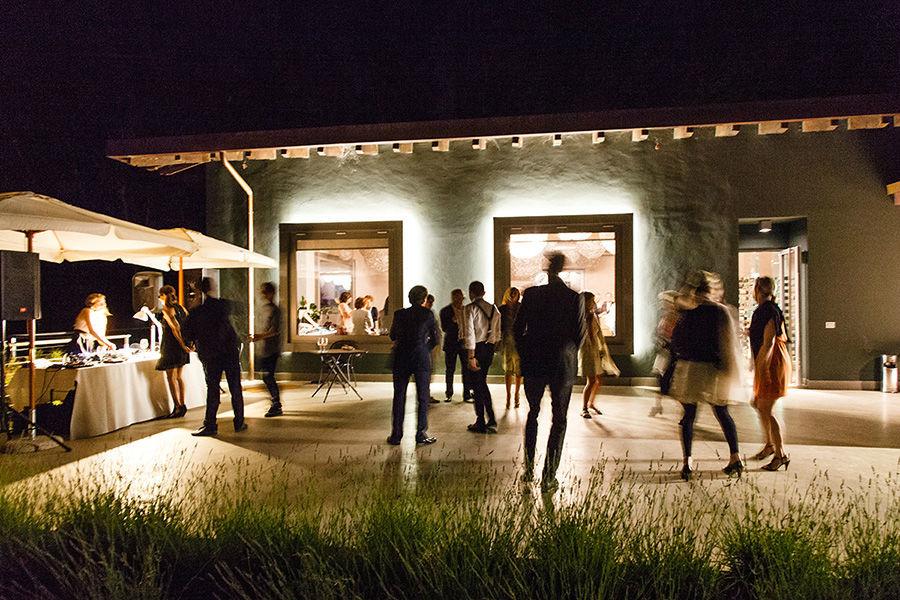 Beispiel: Abendstimmung an Hochzeit Feier, Foto: Sandra Stamm Fotografie.