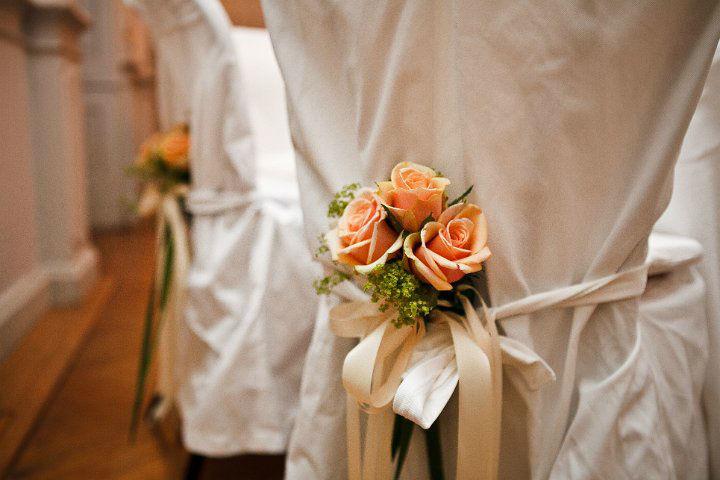 Beispiel: Aprikot farbene Dekoration, Foto: Blumentruhe.