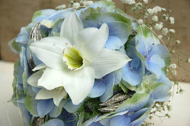 Beispiel: Brautstrauß mit weißen Blumen, Foto: Frau Rose Floristik.