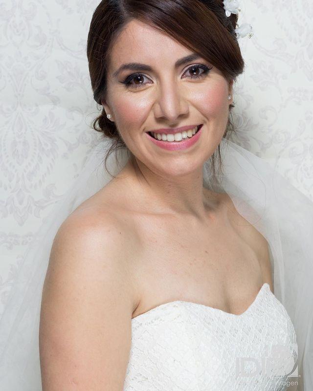 Alekssandra Gómez  Novia Romántica