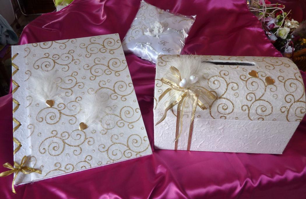Très grand livre d'or lacé (format A3), urne et coussin thème BLANC OR arabesques, décos coeurs dorés stylo assorti sur demande voir sur le site