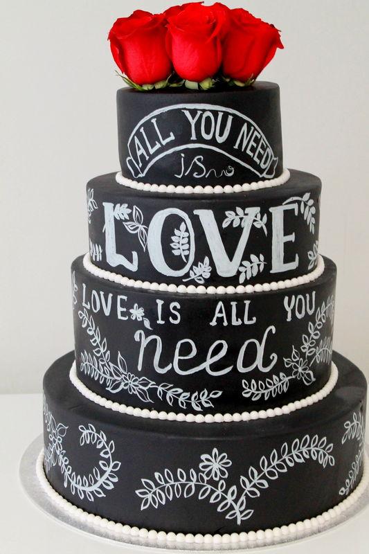 Тренд сезона 2016 года, свадебные торты с эффектом меловой доски.