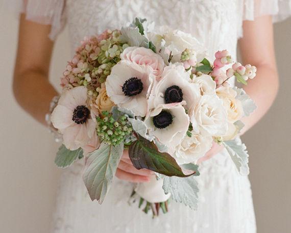 Podemos hacer tu preferencia realidad, con flor nacional o importada de la mejor calidad. Ramos de novia Floristika.