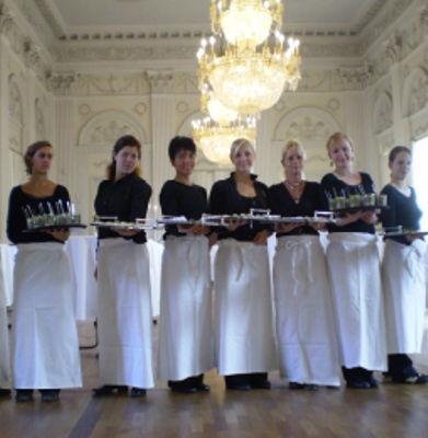 Beispiel: Freundliches Servicepersonal, Foto: München Catering.