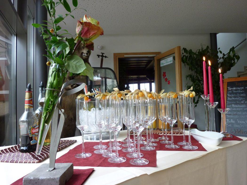 Beispiel: Sekt-Buffet, Foto: Restaurant Touché - Burg Hartenstein.