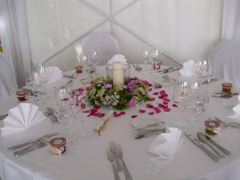 Beispiel: Tischdekoration, Foto: Florales Schmuckkasterl.