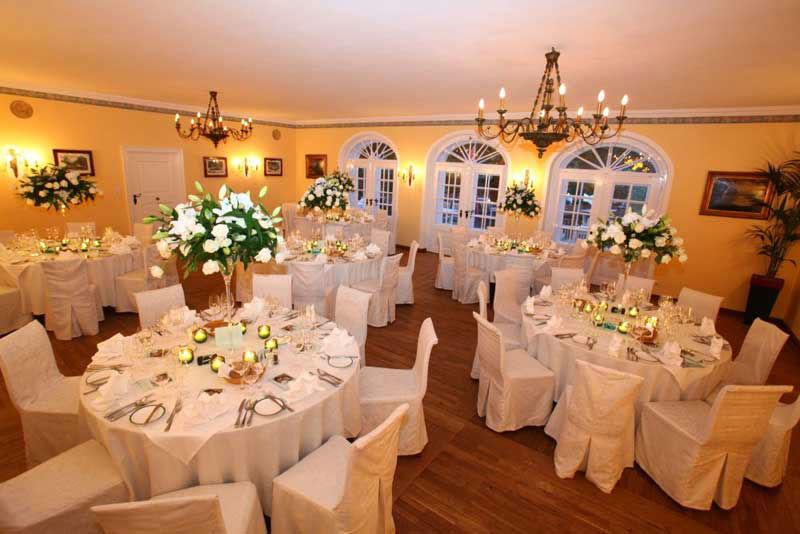 Beispiel: Festsaal für die Hochzeit, Foto: Hotel & Restaurant Schlosswirt zu Anif.