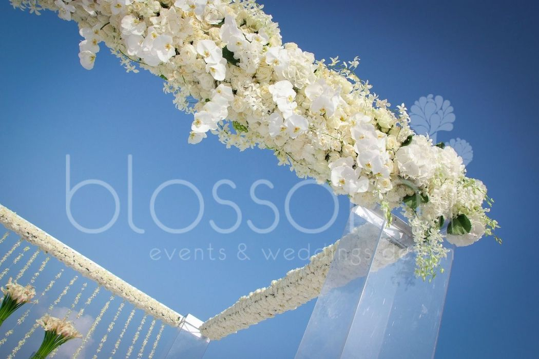Boda en la playa, exclusivo arreglo con  hortensias y orquideas phanelopsis. Beach weddings, exclusive floral arrangements