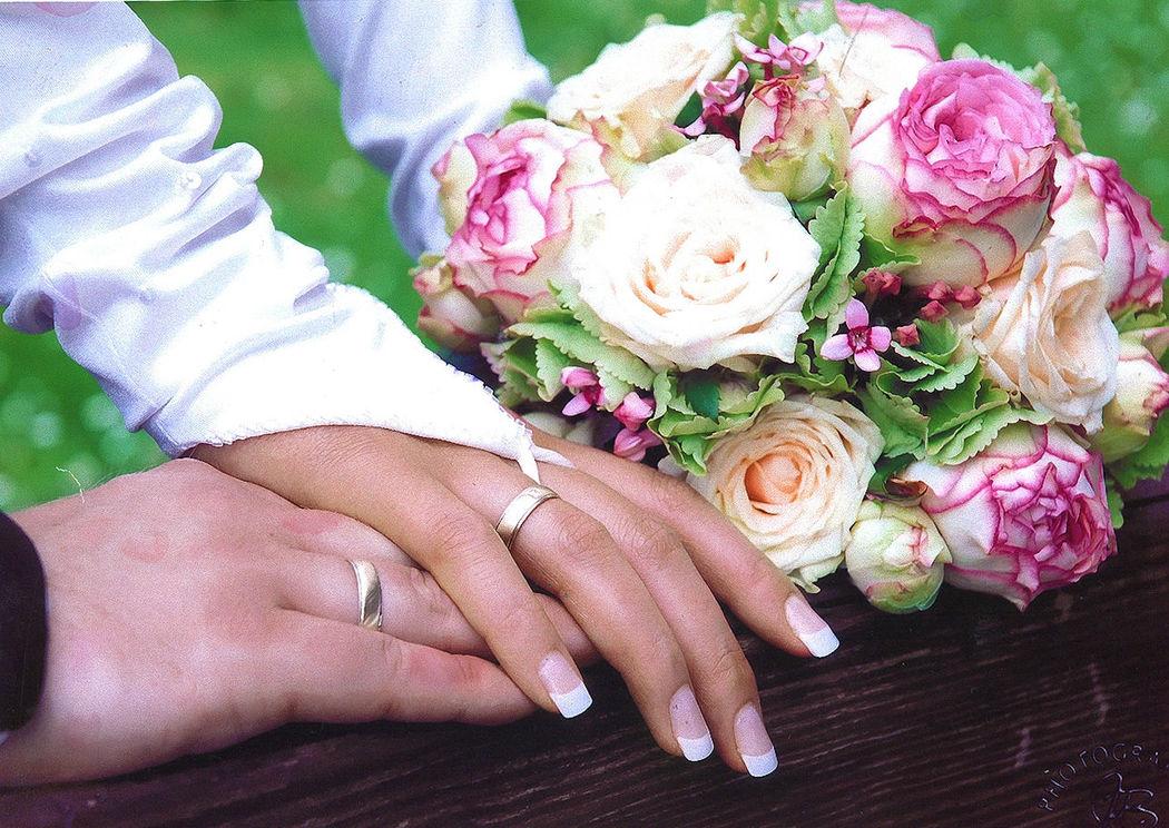 Beispiel: Brautstrauß, Foto: Blumenhaus Gloeden.