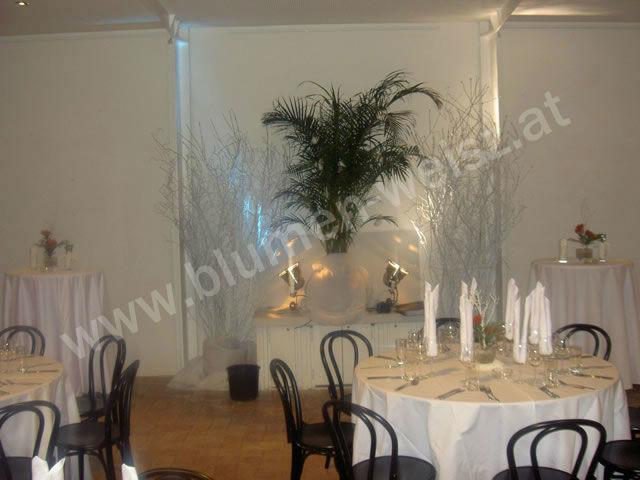 Beispiel: Pflanzen für den Hochzeitssaal, Foto: Blumen Weisz.