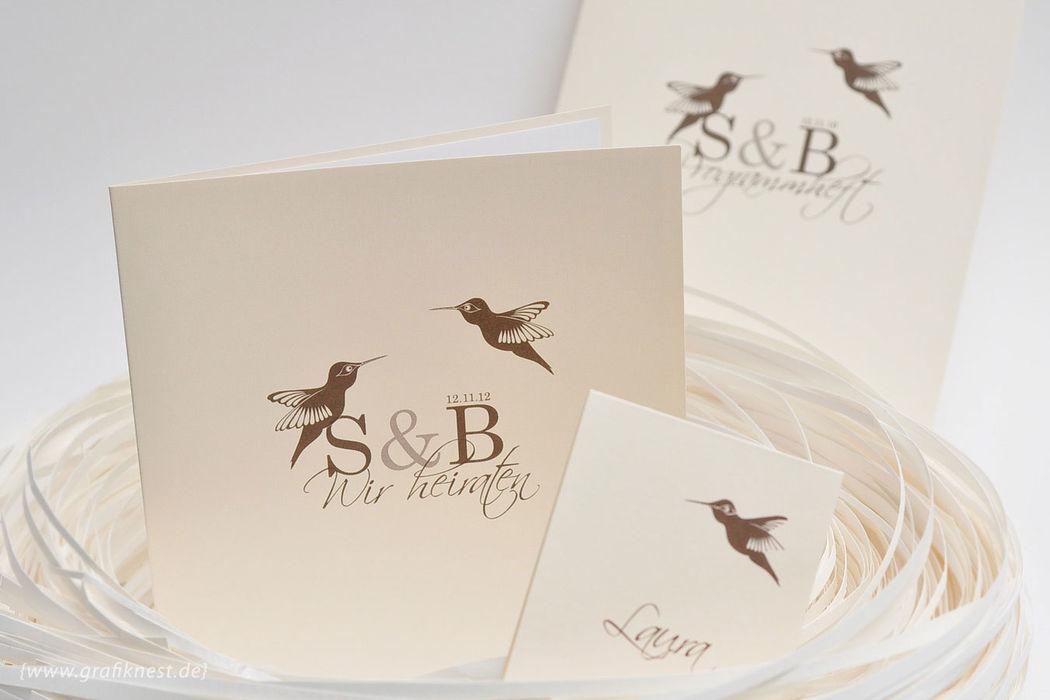 Beispiel: Einladung (Kolibri), Foto: Annette Bleichert {GrafikNEST}.