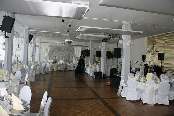 Beispiel: Saal 1 - Bankett und Tanzfläche, Foto: Eventoase Schützenhaus.