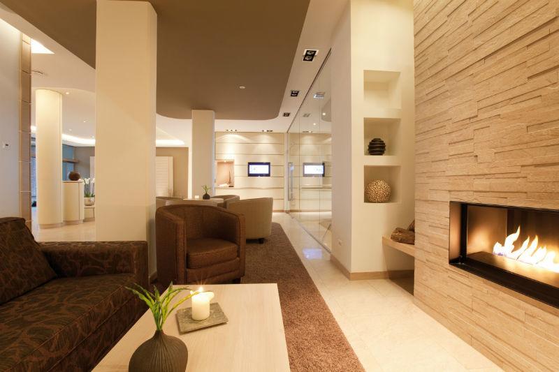 Beispiel: Kaminzimmer, Foto: Hotel Ambassador.