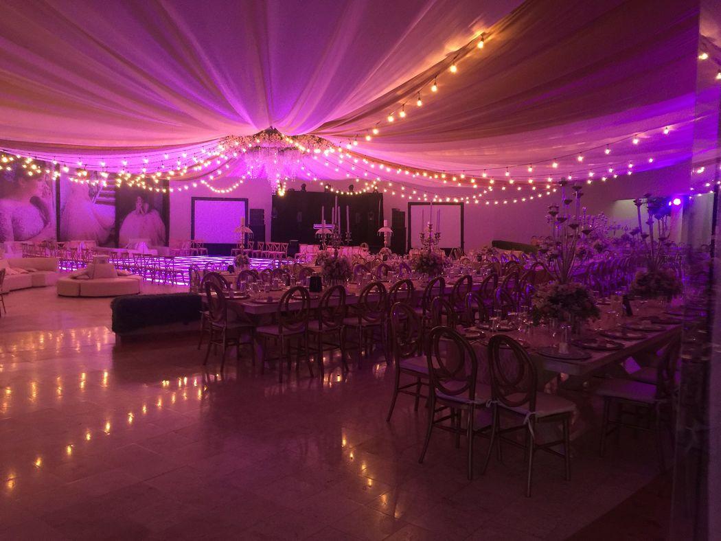 Detalles con Ángel Eventos    (Decoraciones de XV temáticos, con mobiliario especial, mobiliario lounge para jóvenes, ambientación con luces de leds y pista iluminada)