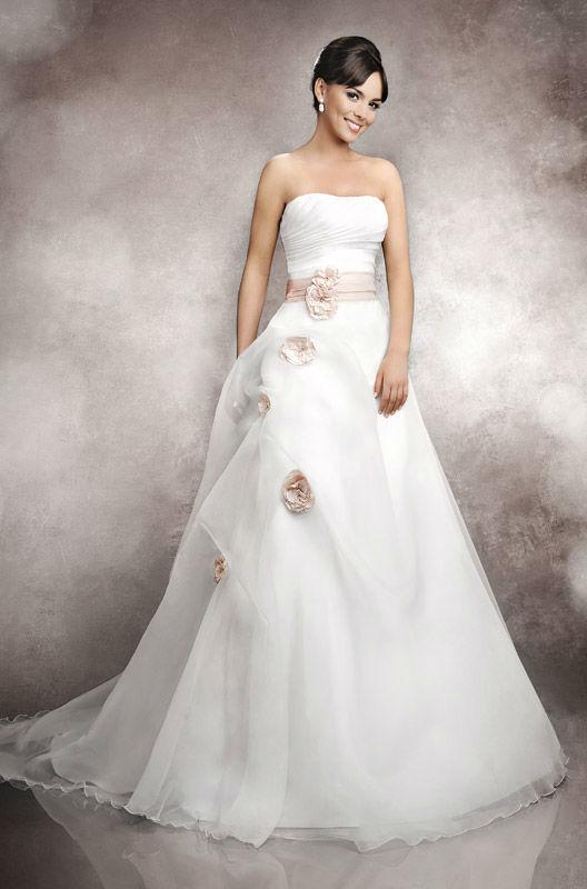 Beispiel: Traumhaftes Brautkleid, Foto: Brautstudio Schak.