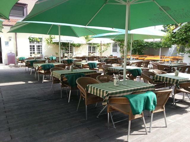 Beispiel: Terrasse, Prüfeninger Schlossgarten.