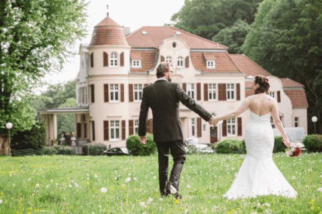 Beispiel: Außenansicht - Brautpaar, Foto: Bayer Villa.