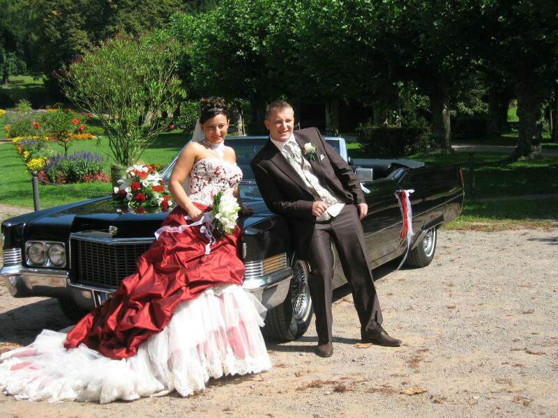 Beispiel: Brautpaar mit Cadillac, Foto: FUN-LIMOS Limousinenservice & Chauffeurdienst.