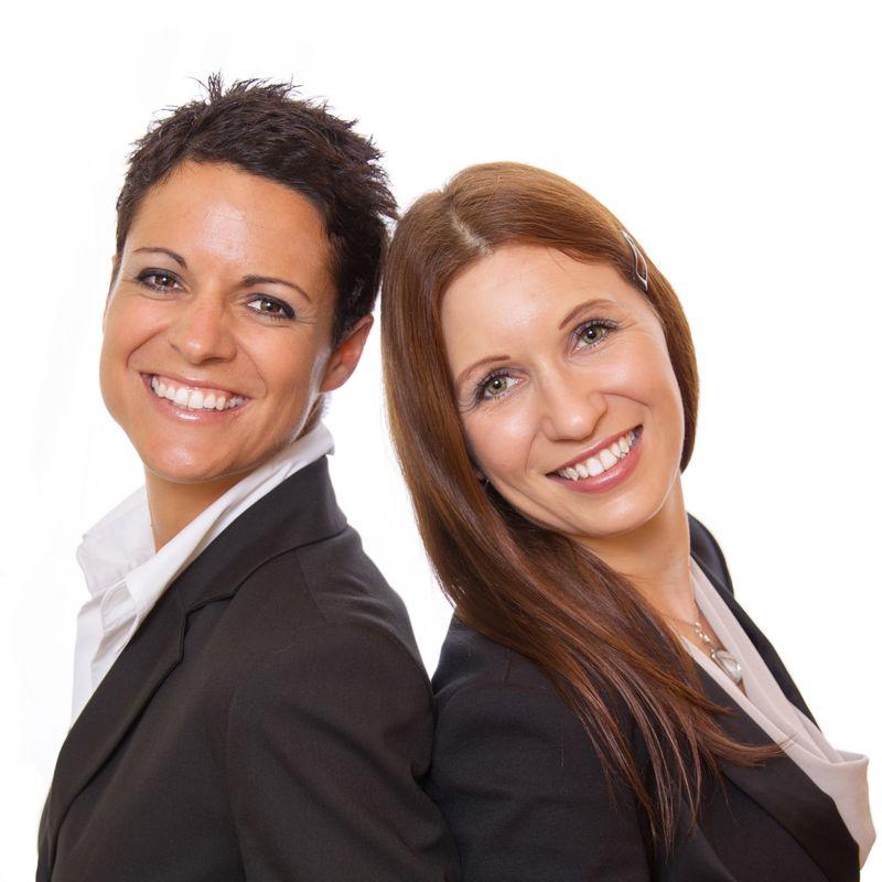 Wir als professionelle Hochzeitsplanerinnen stehen Ihnen gerne zur Verfügung!