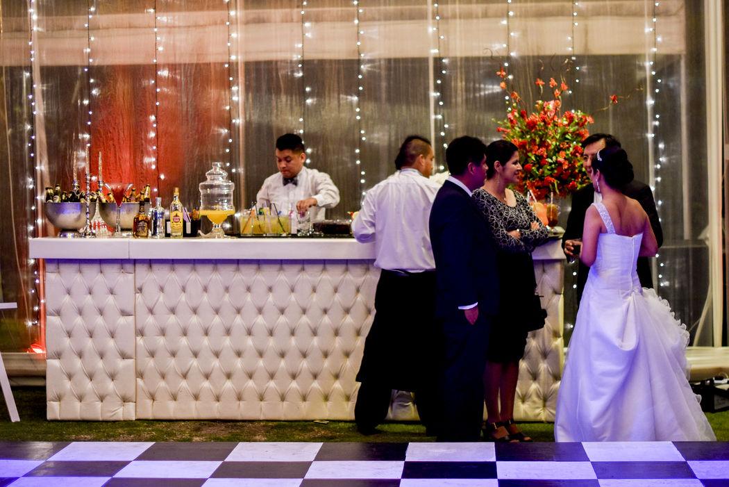 Todo listo para el gran comienzo del OPEN BAR en el matrimonio de Jorge & Claudia