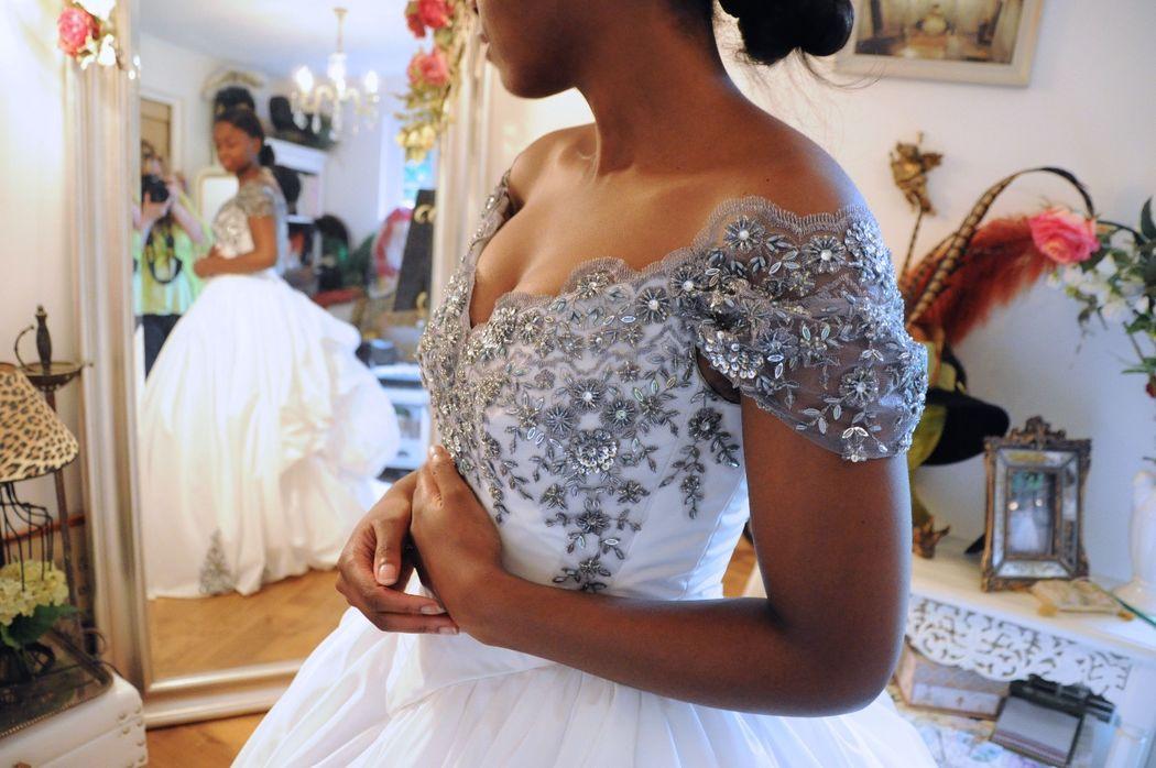 Robe de mariée Princesse Argent en taffetas et broderies argentées Agnès Szabelewski