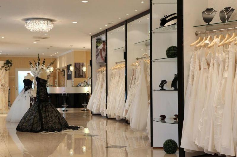 Beispiel: Damenabteilung, Foto: Landau Brautmode.
