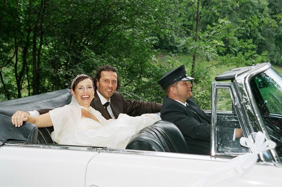Beispiel: Brautauto und Chauffeur, Foto: Die Hochzeitsfahrt.