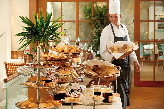 Beispiel: Frühstücksservice, Foto: Travel Charme Strandhotel Zinnowitz.