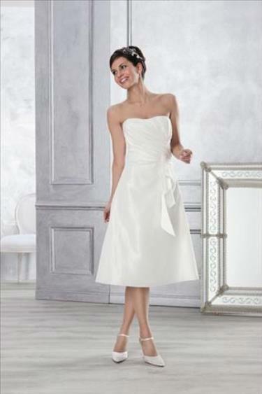 Beispiel: Brautkleider in vielen Größen, Foto: 2 Due.