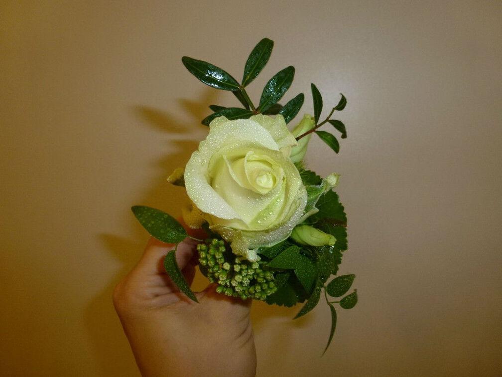 Beispiel: Anstecker, Foto: Blumen-Werkstatt.