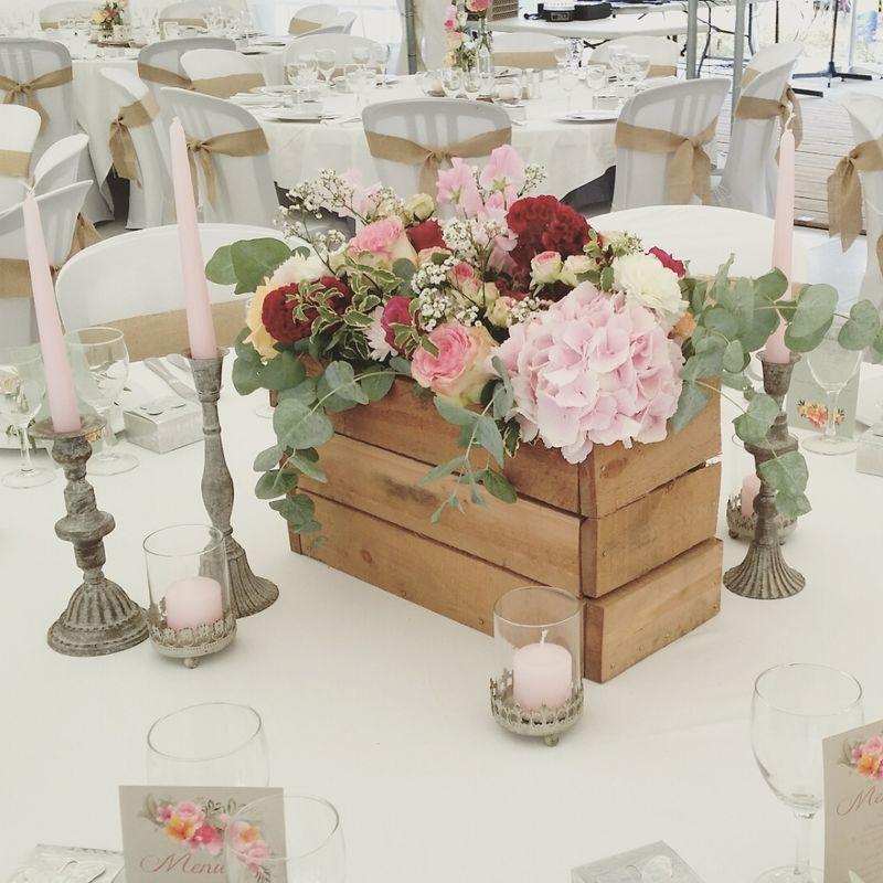 Composition florale en grande cagette pour la table d'honneur